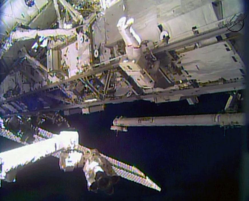 Το Πλήρωμα του Διαστημικού Σταθμού Αφαίρεσε την Αντλία Αμμωνίας