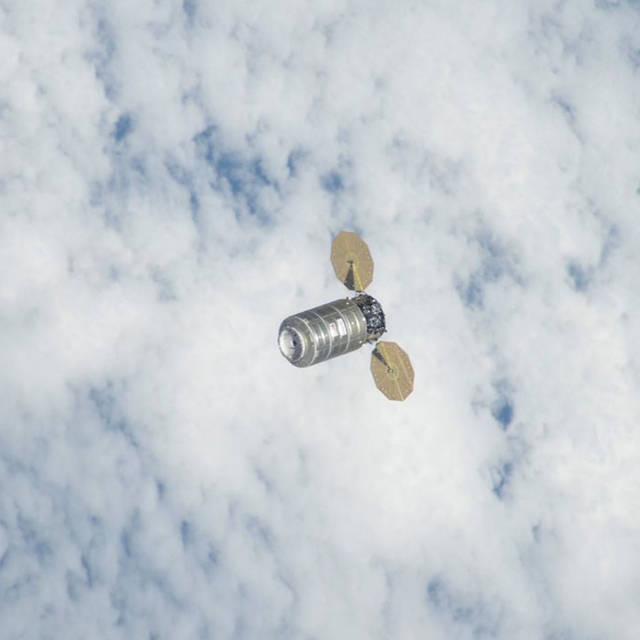 Το Διαστημόπλοιο Cygnus προσδέθηκε στον Διεθνή Διαστημικό Σταθμό