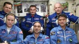 exp48_crew_greeting-small