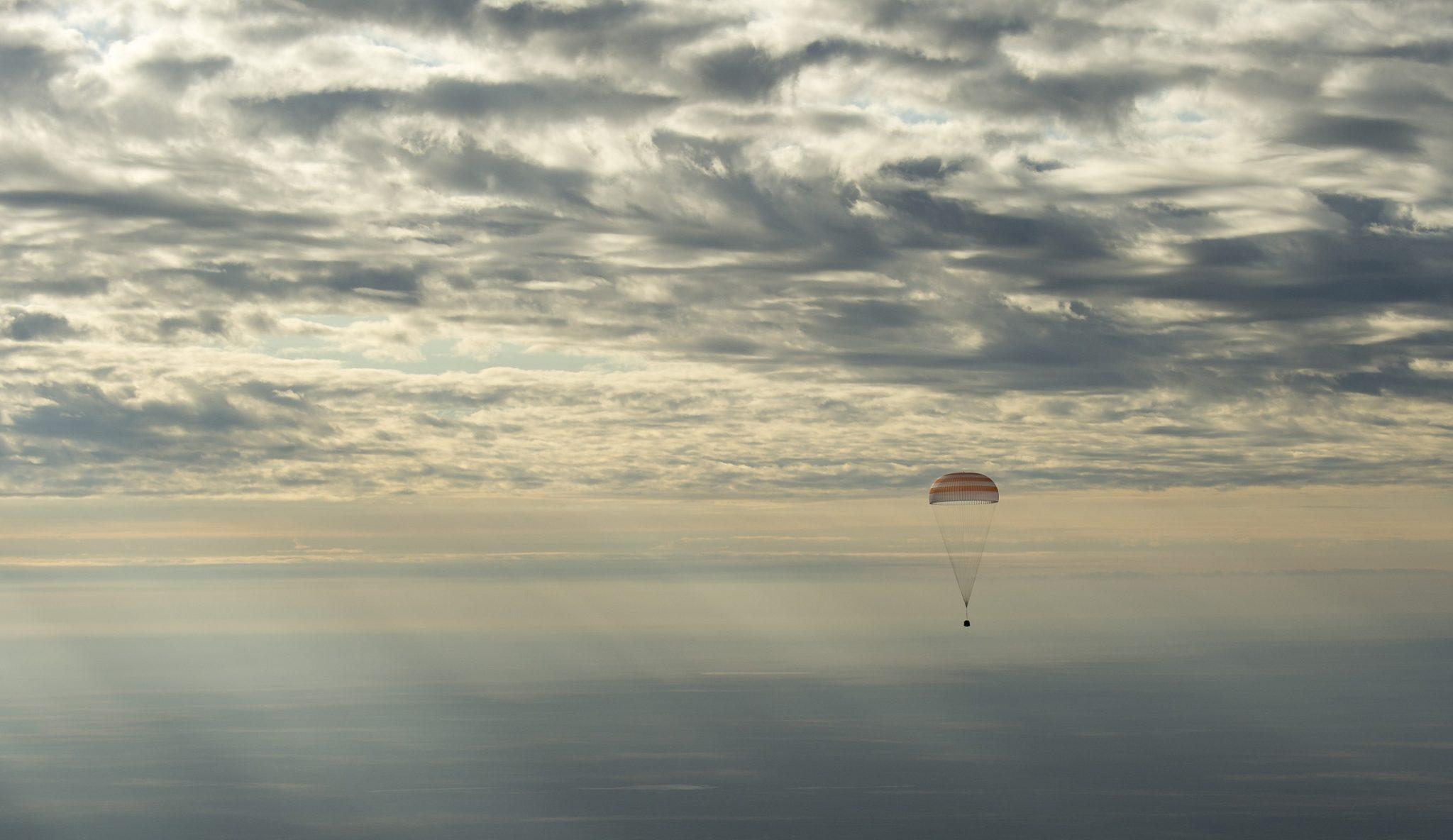 Το Πλήρωμα της Αποστολής 49 Επέστρεψε με Ασφάλεια στη Γη