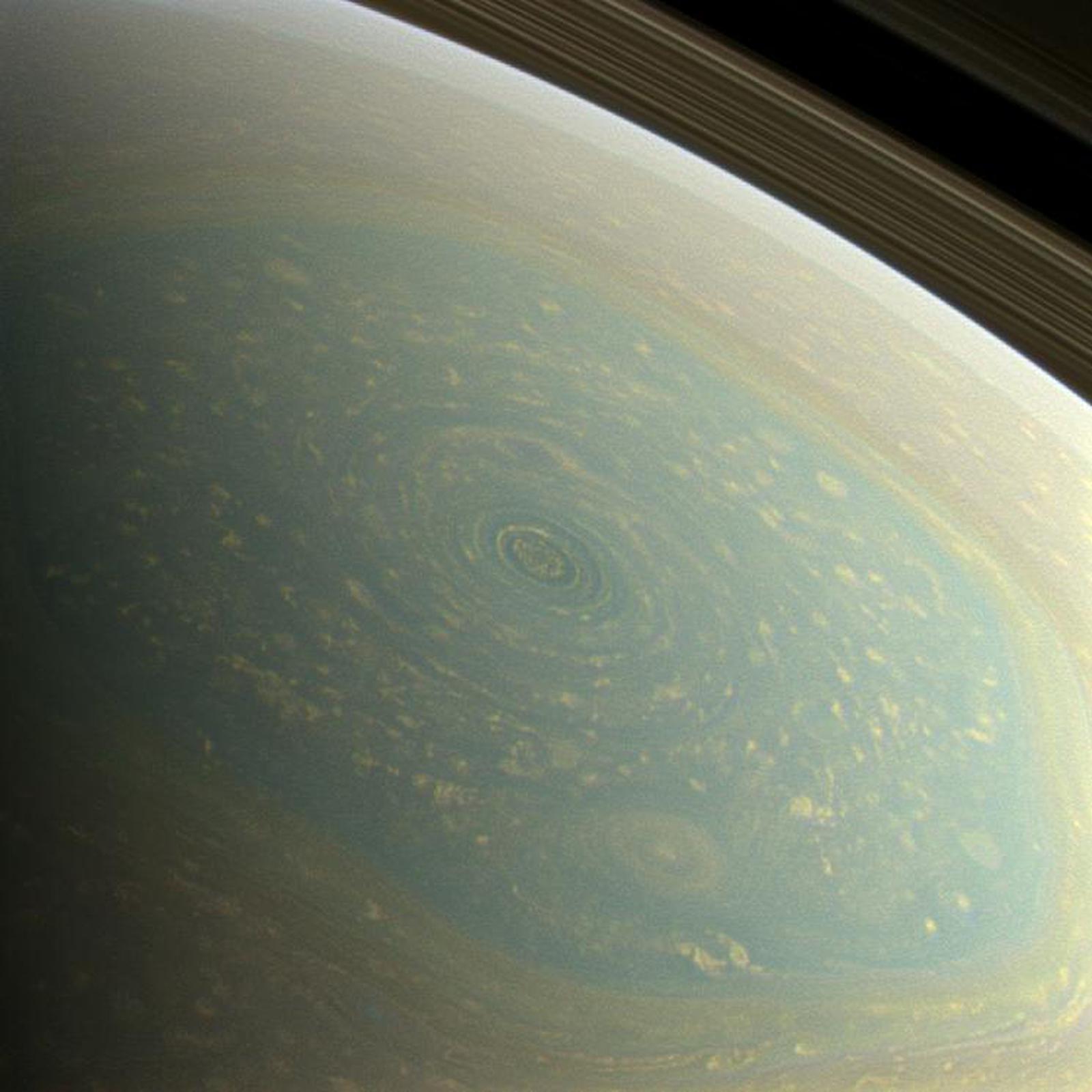 Καταιγίδα σε σχήμα εξάγωνου στο βόρειο πόλο του Κρόνου