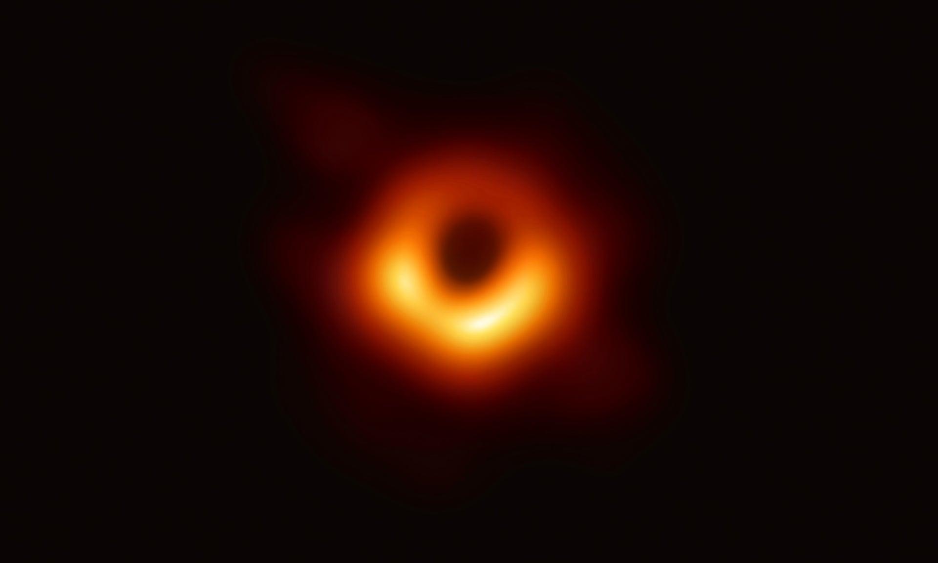 Η μαύρη τρύπα στο κέντρο του γαλαξία M87.