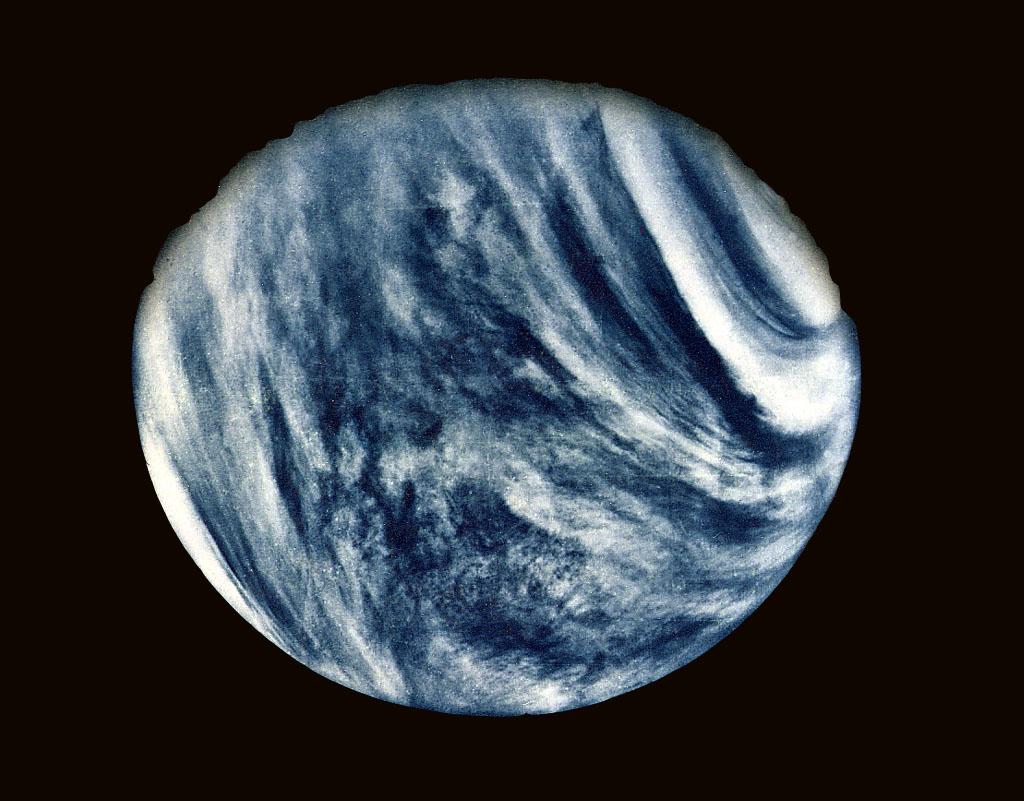 Η Πρώτη Κοντινή Φωτογραφία της Αφροδίτης από το Mariner 10