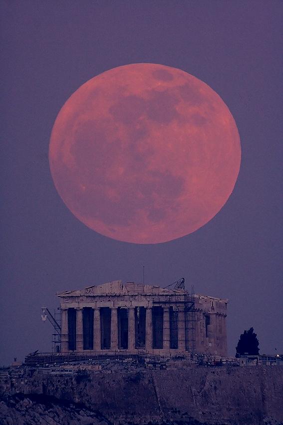 Το Φεγγάρι πάνω από τον Παρθενώνα