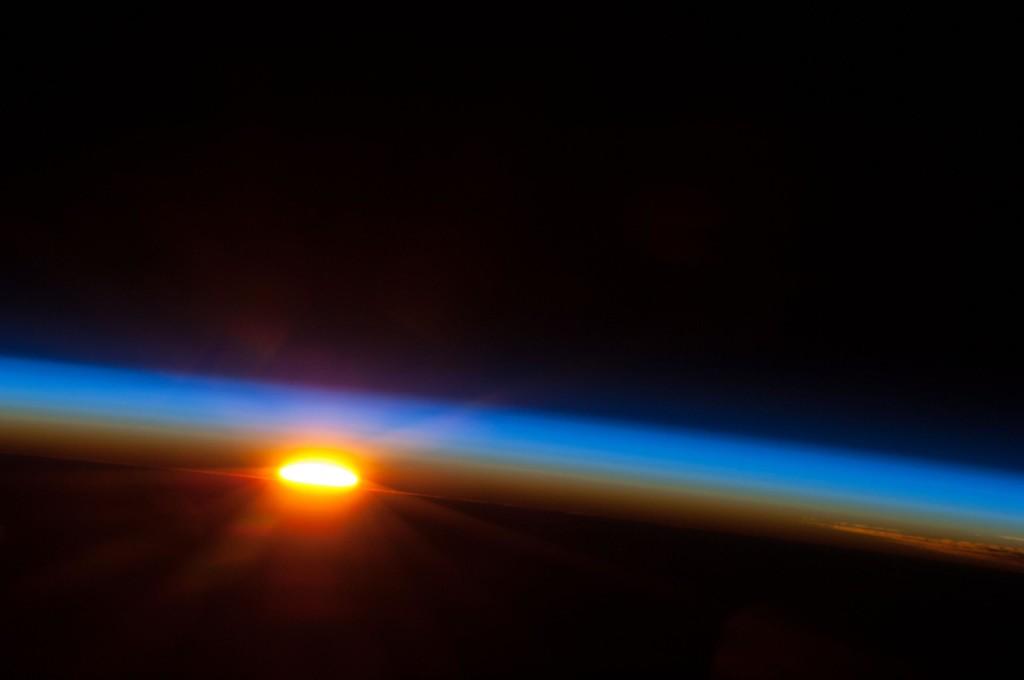 Ανατολή Ηλίου πάνω από τον Νότιο Ειρηνικό Ωκεανό