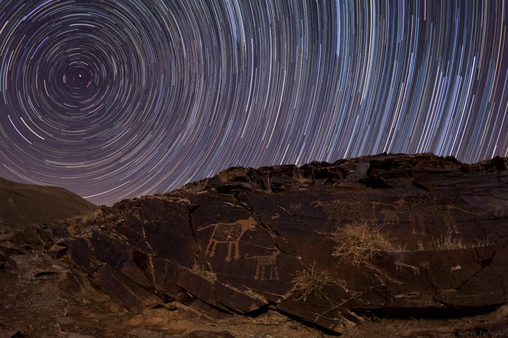 Ανάγλυφα σε Βράχους και Αστρικά Μονοπάτια