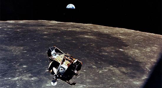 Από το Φεγγάρι στη Γη
