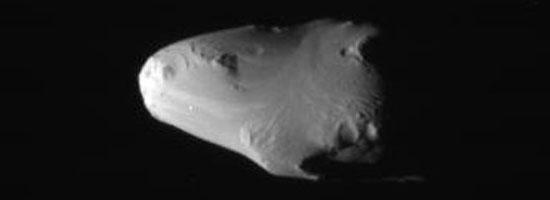 Μια ασυνήθιστα λεία επιφάνεια στο δορυφόρο Καλυψώ