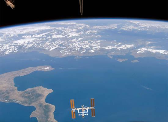 Ο Διαστημικός Σταθμός Πάνω από το Ιόνιο Πέλαγος