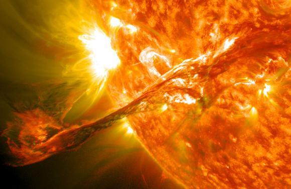 Ένα Ηλιακό Νήμα Ξεσπά