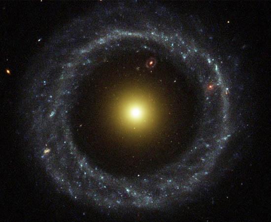 Ένας Περίεργος Δακτυλοειδής Γαλαξίας