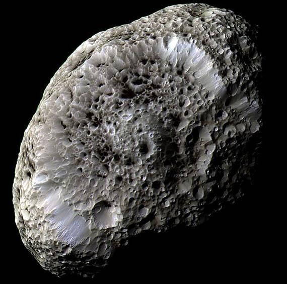 Υπερίωνας: Ένα Φεγγάρι με Περίεργους Κρατήρες