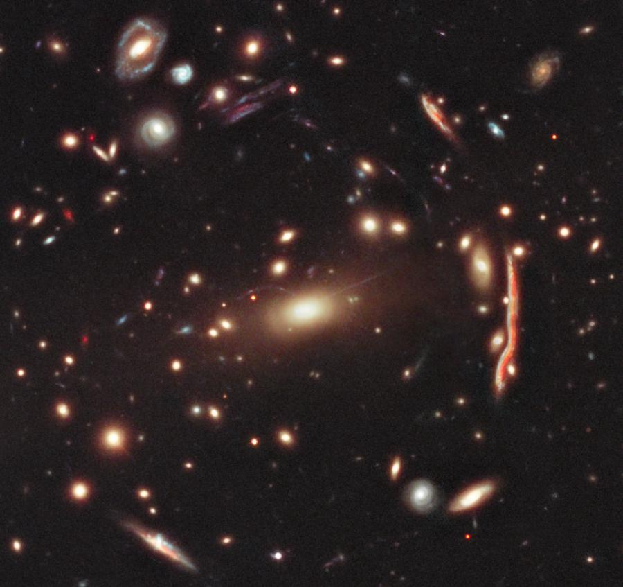 Ένα Γαλαξιακό Σμήνος Βαρυτικού Φακού