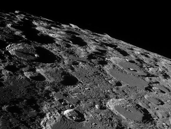 Η Σελήνη από τη Γη, όπως Δεν την Έχετε Δει Ποτέ Πριν