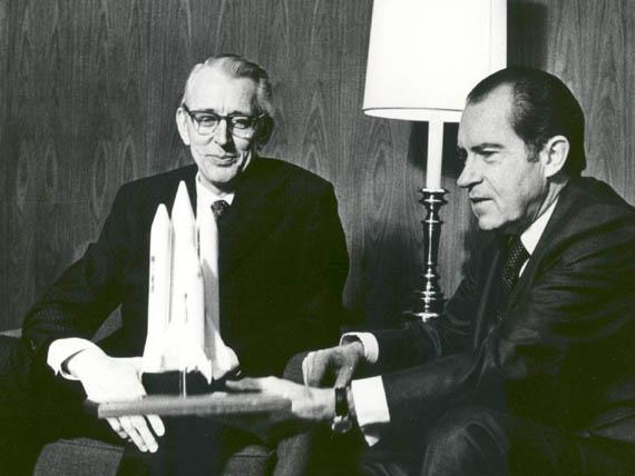 Ο Πρόεδρος Richard M. Nixon και ο Δρ James C. Fletcher