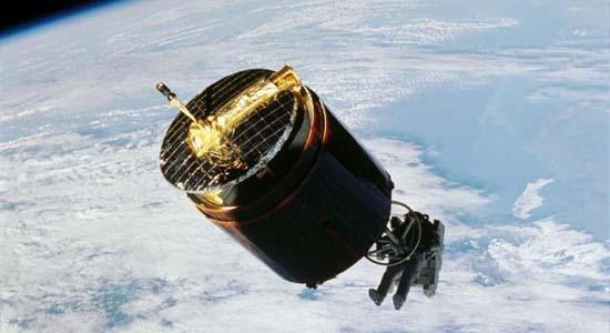 Ο Αστροναύτης που Αιχμαλώτισε Δορυφόρο